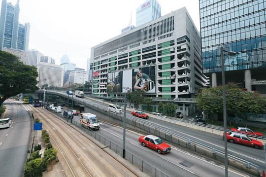 Ông trùm nhà đất trở thành người giàu nhất Hong Kong vào ngày nghỉ hưu - Ảnh 2.