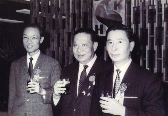 Ông trùm nhà đất trở thành người giàu nhất Hong Kong vào ngày nghỉ hưu - Ảnh 3.