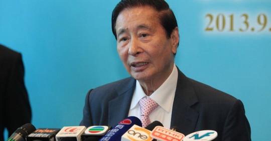 Ông trùm nhà đất trở thành người giàu nhất Hong Kong vào ngày nghỉ hưu - Ảnh 1.