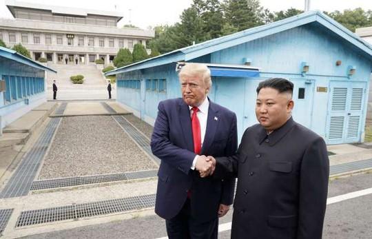Toàn cảnh chuyến thăm của ông Trump tới DMZ - Ảnh 2.