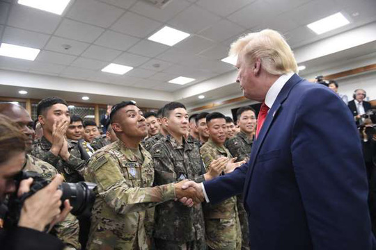 Toàn cảnh chuyến thăm của ông Trump tới DMZ - Ảnh 12.