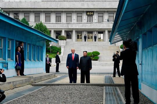Toàn cảnh chuyến thăm của ông Trump tới DMZ - Ảnh 3.