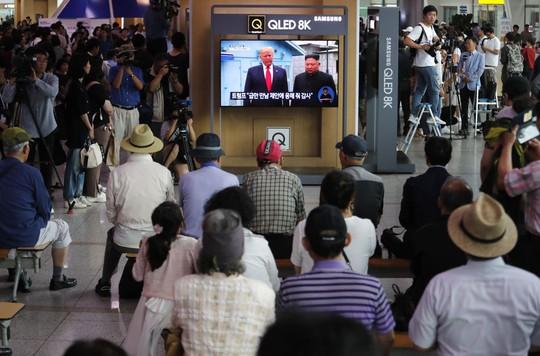 Toàn cảnh chuyến thăm của ông Trump tới DMZ - Ảnh 7.