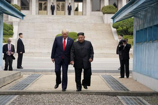 Toàn cảnh chuyến thăm của ông Trump tới DMZ - Ảnh 4.