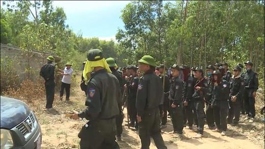 Đang cháy rừng ở Quảng Bình, hàng trăm cán bộ được huy động dập lửa - Ảnh 2.