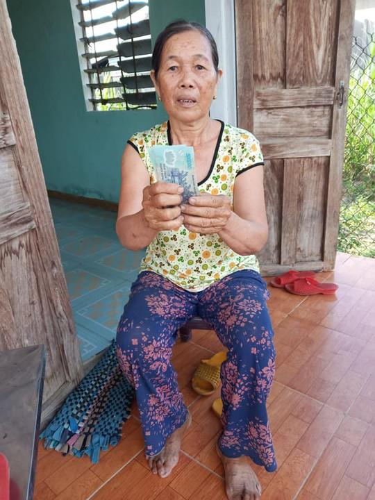 Cộng đồng mạng góp tiền giúp bà bán ve chai bị cướp - Ảnh 3.