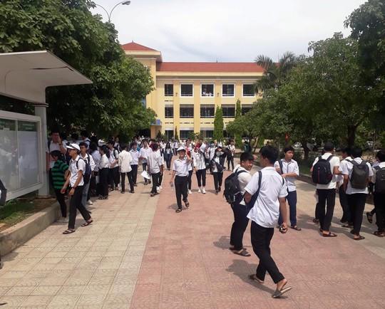 Hàng ngàn thí sinh Quảng Bình phải thi lại môn văn do trùng đề ngẫu nhiên - Ảnh 1.