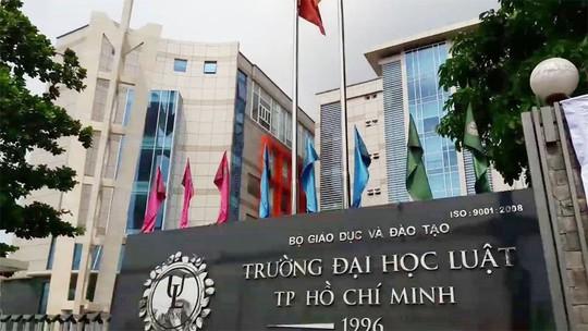 Trường ĐH Luật TP HCM: Vì sao 2 phó giáo sư từ chức? - Ảnh 1.