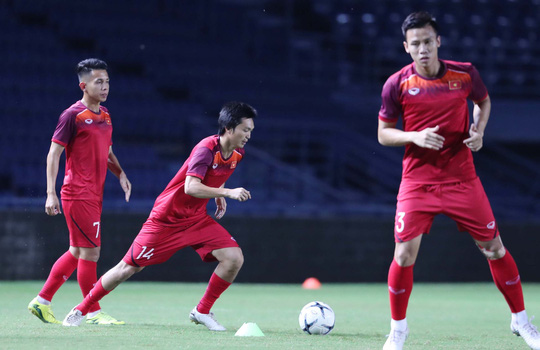 Tuyển Việt Nam công bố số áo: Nguyên Mạnh nhận lại số 1, Tuấn Anh chọn áo Công Phượng - Ảnh 3.