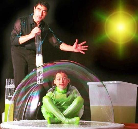 Vua bong bóng Fan Yang sẽ biểu diễn tại Đầm Sen - Ảnh 1.