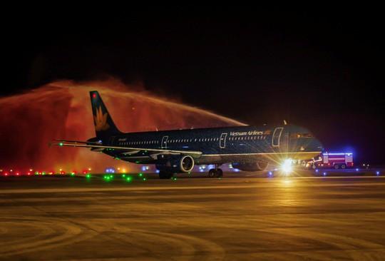Chuyến bay quốc tế đầu tiên của hàng không Việt Nam đến sân bay Vân Đồn - Ảnh 1.