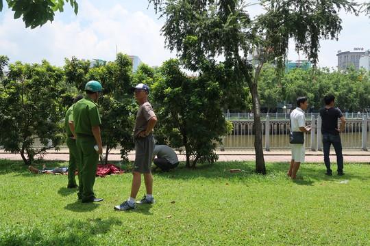 Clip hiện trường thanh niên quê Hải Phòng lao xuống kênh Nhiêu Lộc tự tử - Ảnh 1.