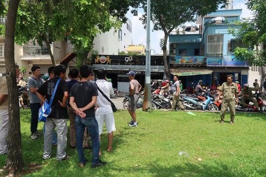 Clip hiện trường thanh niên quê Hải Phòng lao xuống kênh Nhiêu Lộc tự tử - Ảnh 2.
