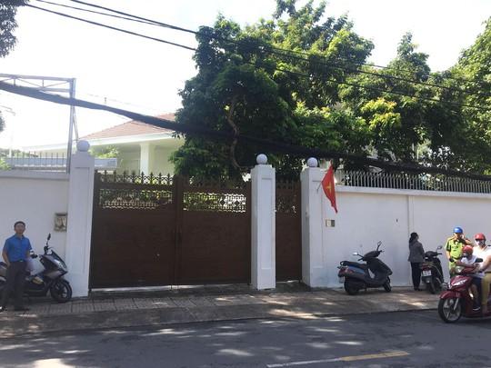 CLIP Cuc Thi hanh an Dan su TP HCM bo tay voi ba Le Hoang Diep Thao