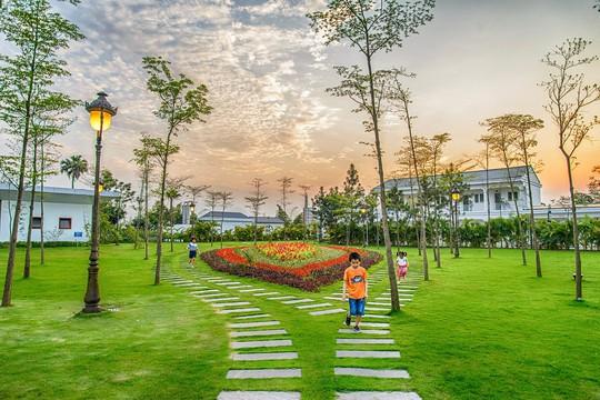 FLC Hotels & Resorts: Hành trình nắm tay con đi khắp muôn nơi - Ảnh 1.