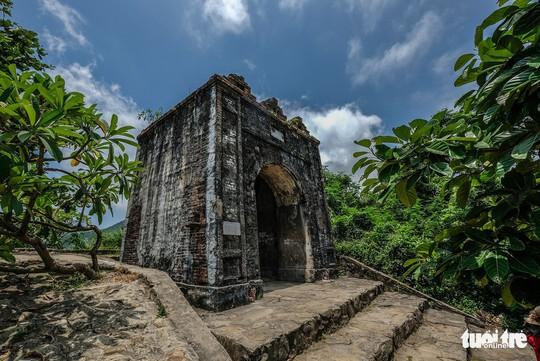 Lên đỉnh đèo Ngang khám phá 'cổng trời' bị lãng quên - Ảnh 1.