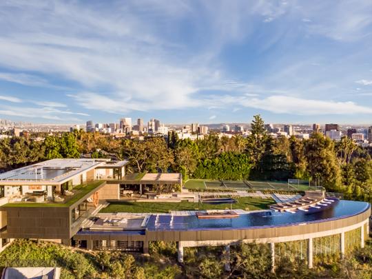 Bên trong biệt thự xa hoa, đắt đỏ nhất Los Angeles - Ảnh 1.