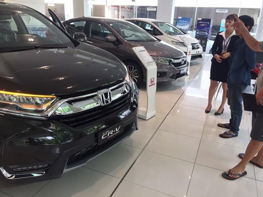 Giá ôtô liên tục giảm