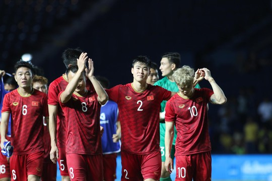 Công Phượng đá hỏng 11 m, Việt Nam xếp nhì Kings Cup - Ảnh 3.