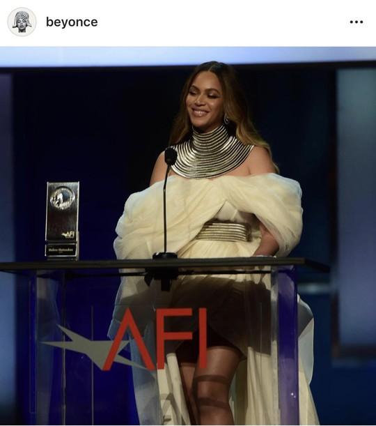 Siêu sao Beyonce mặc đầm của nhà thiết kế trẻ Việt - Ảnh 4.