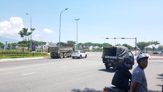 Va chạm với xe tải, nam thanh niên chết thảm khi vào đường gom - Ảnh 2.