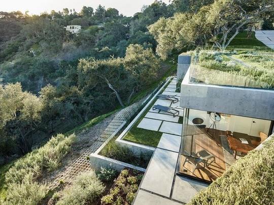 Nằm ở hẻm núi, ngôi nhà gây ngạc nhiên nhờ kết cấu đặc biệt - Ảnh 4.