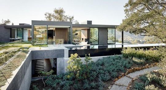 Nằm ở hẻm núi, ngôi nhà gây ngạc nhiên nhờ kết cấu đặc biệt - Ảnh 5.