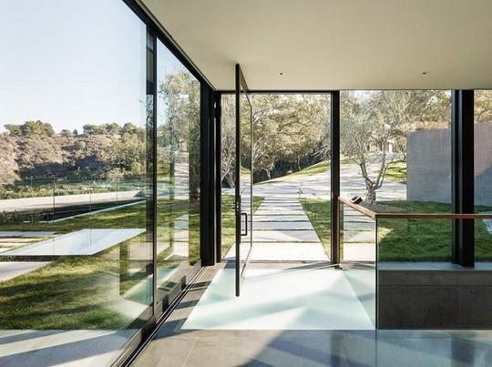 Nằm ở hẻm núi, ngôi nhà gây ngạc nhiên nhờ kết cấu đặc biệt - Ảnh 8.