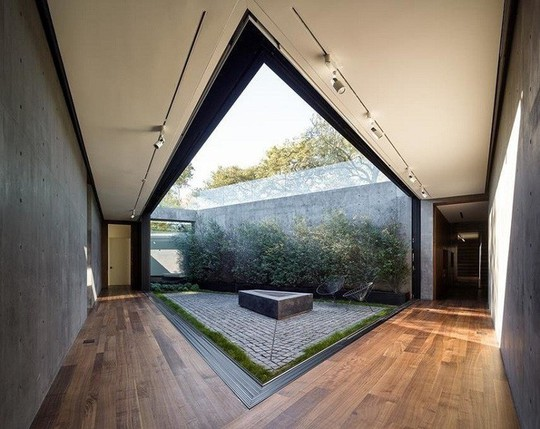 Nằm ở hẻm núi, ngôi nhà gây ngạc nhiên nhờ kết cấu đặc biệt - Ảnh 10.