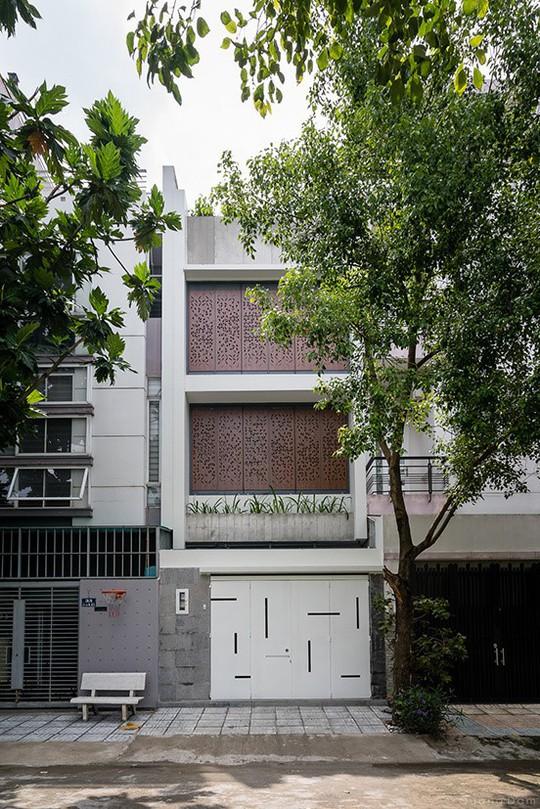 Xây lệch tầng mang ánh sáng tràn vào nhà ống Sài Gòn - Ảnh 1.