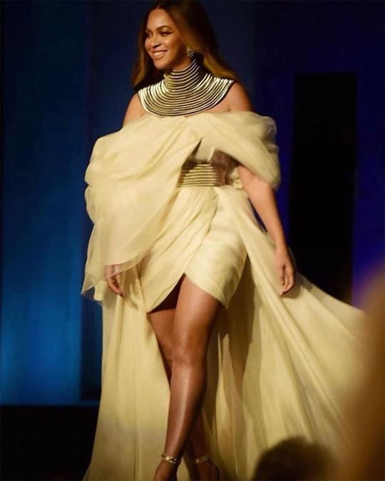 Siêu sao Beyonce mặc đầm của nhà thiết kế trẻ Việt - Ảnh 1.