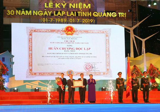 Kỷ niệm 30 năm lập lại tỉnh Quảng Trị: Đón nhận Huân chương Độc lập hạng nhất - Ảnh 1.