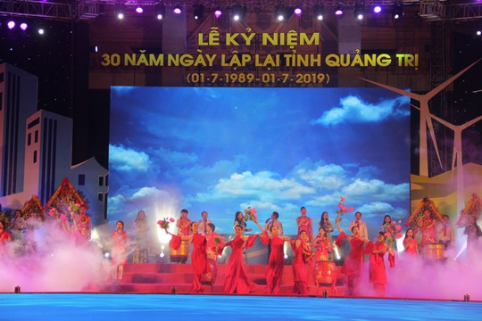 Kỷ niệm 30 năm lập lại tỉnh Quảng Trị: Đón nhận Huân chương Độc lập hạng nhất - Ảnh 3.
