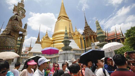 Du khách đến Thái Lan có thể phải đóng 20 baht tiền bảo hiểm - Ảnh 1.