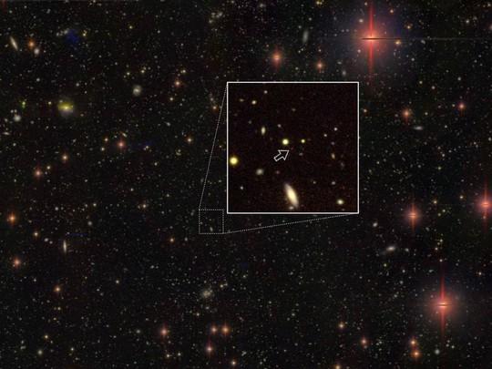 Siêu lỗ đen ma bằng 800 triệu mặt trời hé lộ hiện tượng lạ - Ảnh 2.