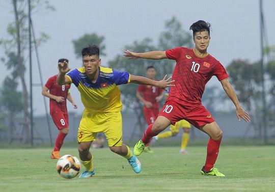 U22 Việt Nam đánh bại đàn em U18 Việt Nam, Martin Lo ghi điểm với HLV Park Hang-seo - Ảnh 2.