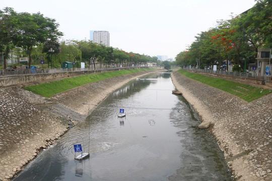 Xả hơn 1 triệu m3 nước hồ Tây thau rửa sông Tô Lịch - Ảnh 1.