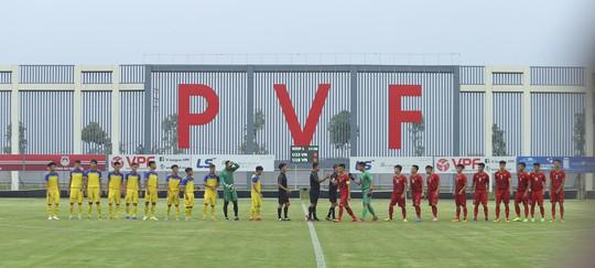 U22 Việt Nam đánh bại đàn em U18 Việt Nam, Martin Lo ghi điểm với HLV Park Hang-seo - Ảnh 1.