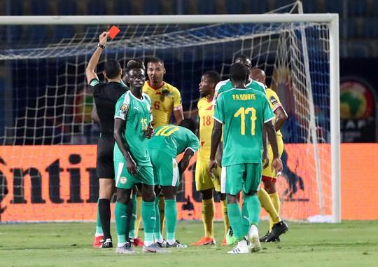 Sao Ngoại hạng Anh tỏa sáng, Senegal và Nigeria vào bán kết CAN 2019 - Ảnh 4.