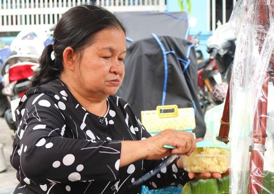 Người Sài Gòn phát sốt với xôi vò nguyên múi sầu riêng khủng - Ảnh 4.