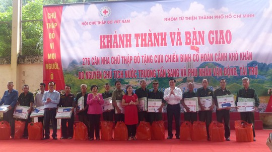 Nguyên Chủ tịch nước Trương Tấn Sang trao 276 căn nhà tặng cựu binh Vị Xuyên - Ảnh 14.