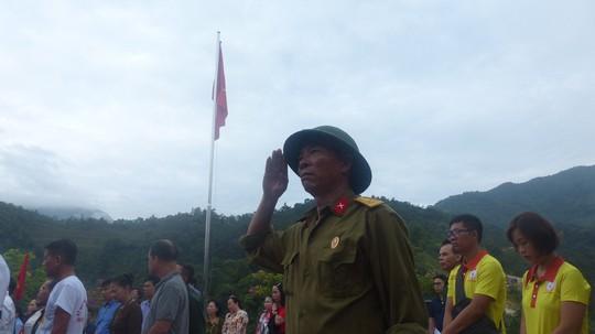 Nguyên Chủ tịch nước Trương Tấn Sang trao 276 căn nhà tặng cựu binh Vị Xuyên - Ảnh 7.