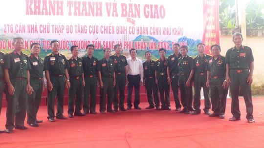 Nguyên Chủ tịch nước Trương Tấn Sang trao 276 căn nhà tặng cựu binh Vị Xuyên - Ảnh 12.