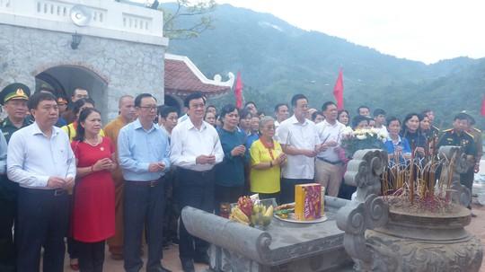 Nguyên Chủ tịch nước Trương Tấn Sang trao 276 căn nhà tặng cựu binh Vị Xuyên - Ảnh 2.