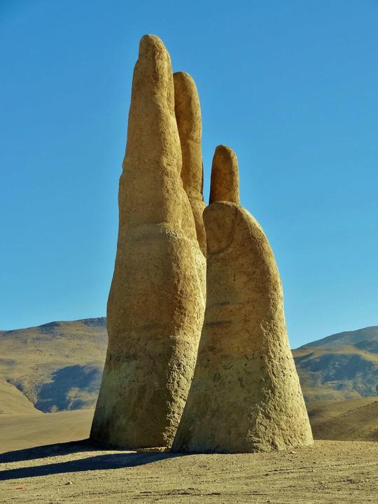 Check-in 'cực đỉnh' cùng bàn tay khổng lồ mọc giữa sa mạc - Ảnh 4.