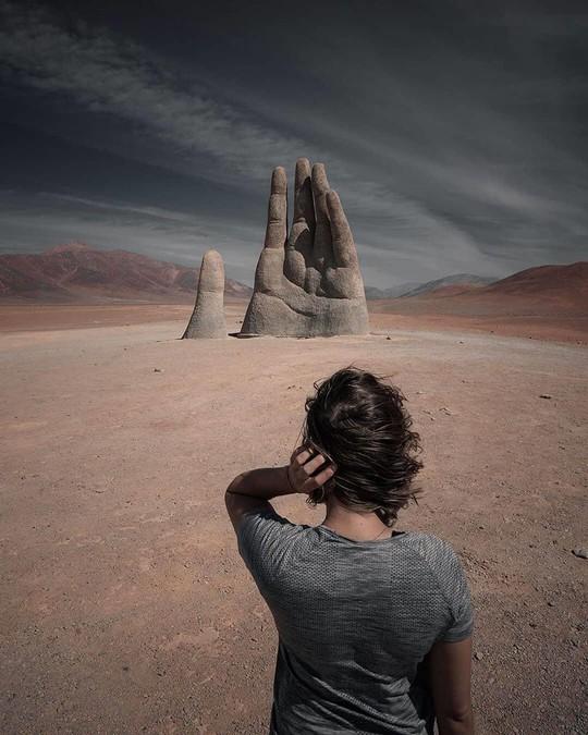 Check-in 'cực đỉnh' cùng bàn tay khổng lồ mọc giữa sa mạc - Ảnh 8.