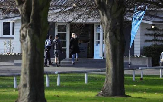 New Zealand: Người dân đổ xô đổi súng nhận tiền mặt sau thảm sát - Ảnh 2.