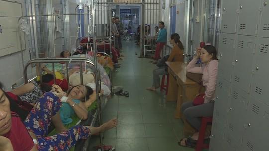 Hàng trăm người nhập viện sau khi dự tiệc cưới - Ảnh 2.
