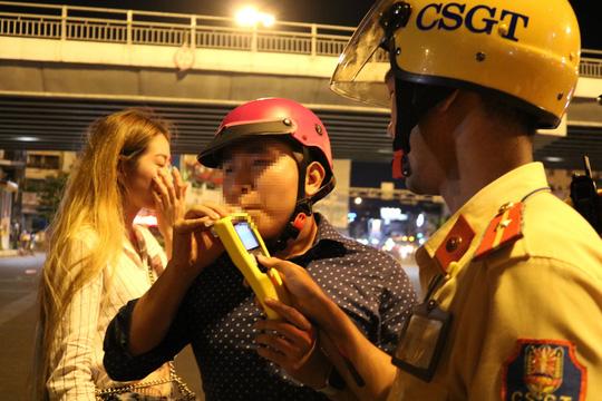 Từ 15-7, CSGT TP HCM sẽ chốt ở bến xe, sân bay, quán nhậu..., xử lý vi phạm - ảnh 1