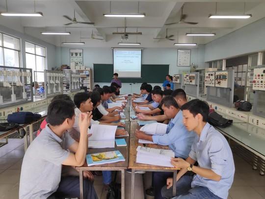 Nâng bậc thợ cho công nhân ngành điện, điện tử - ảnh 1